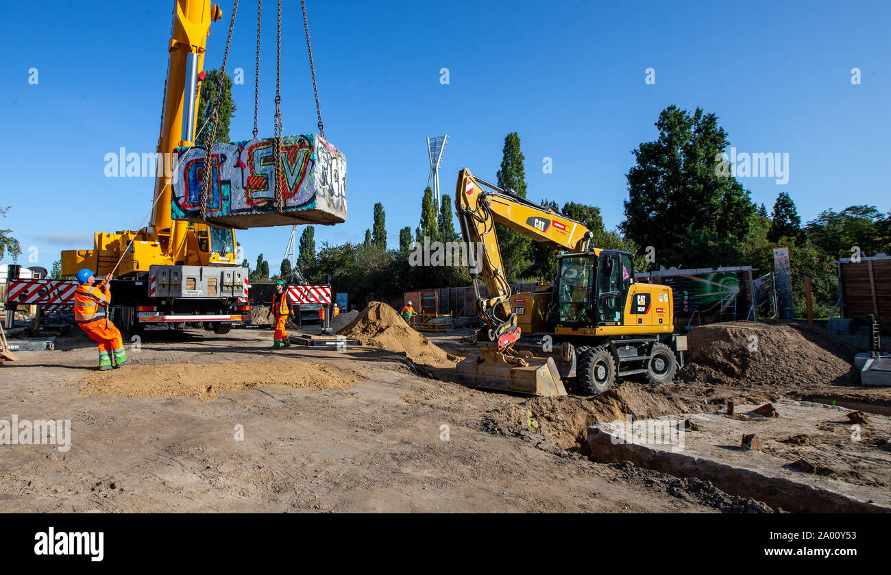 Berlin, Germany. 19th Sep, 2019. A crane lifts a granite block in the Mauerpark back to its place. The granite block and a tank barrier had been moved for the work of the water companies on the reservoir canal, which is to store waste water. Credit: Andreas Gora/dpa/Alamy Live News Stock Photo