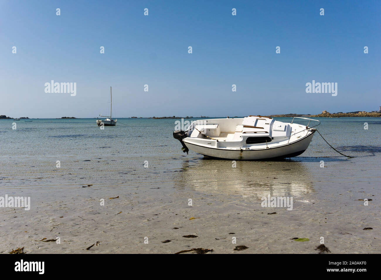 Shallow Water Boats >> Horizontal View Of Boats Stranded In Shallow Water And Sand