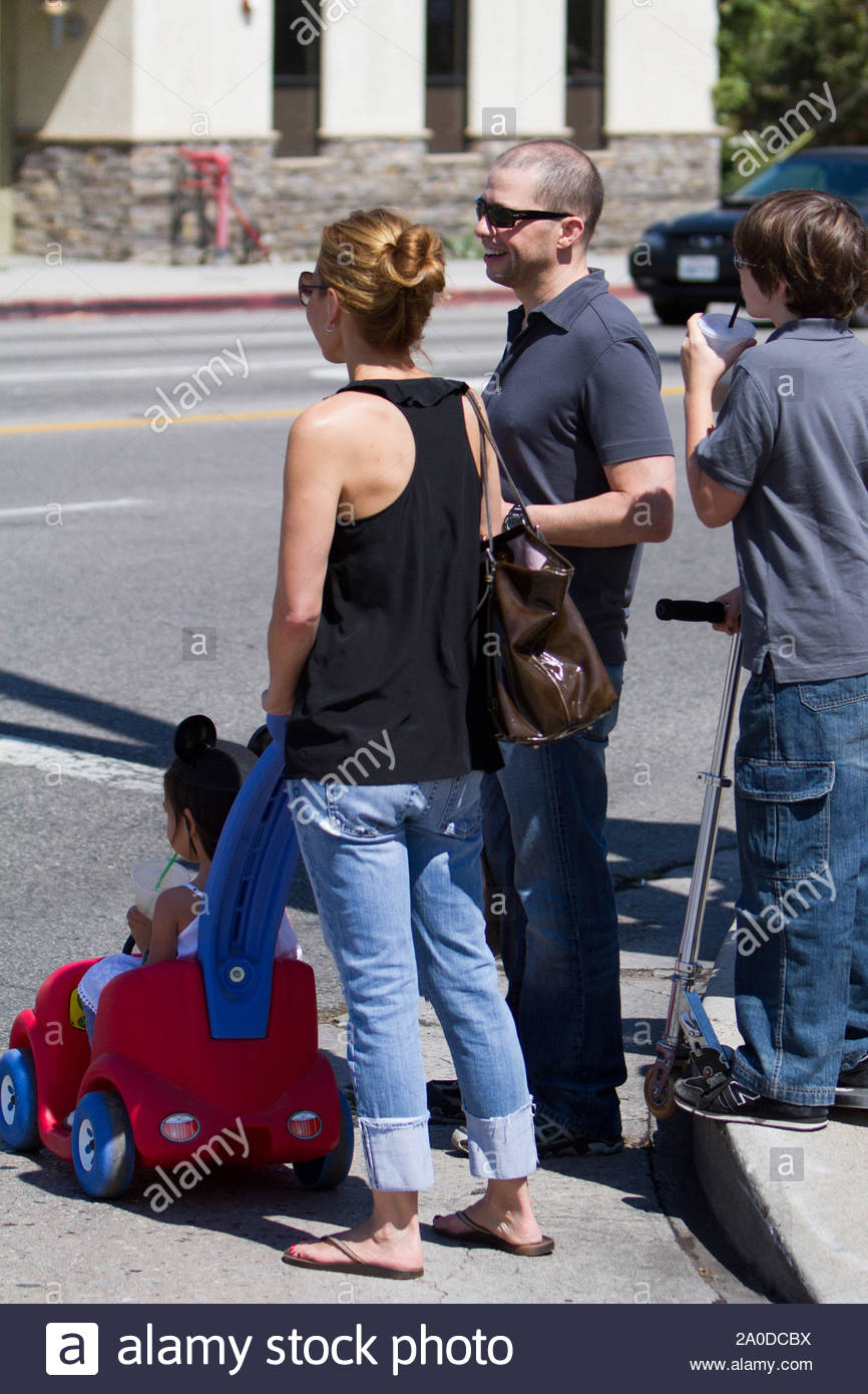 Studio City Ca Actor Jon Cryer Spent A Part Of His Father S Day At The Farmers Market With His Wife Lisa Joyner And Their Daughter Daisy Jon Also Had His Son