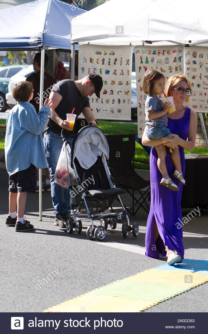 Studio City Ca Actor Jon Cryer Makes A Pit Stop At The Farmers Market With His
