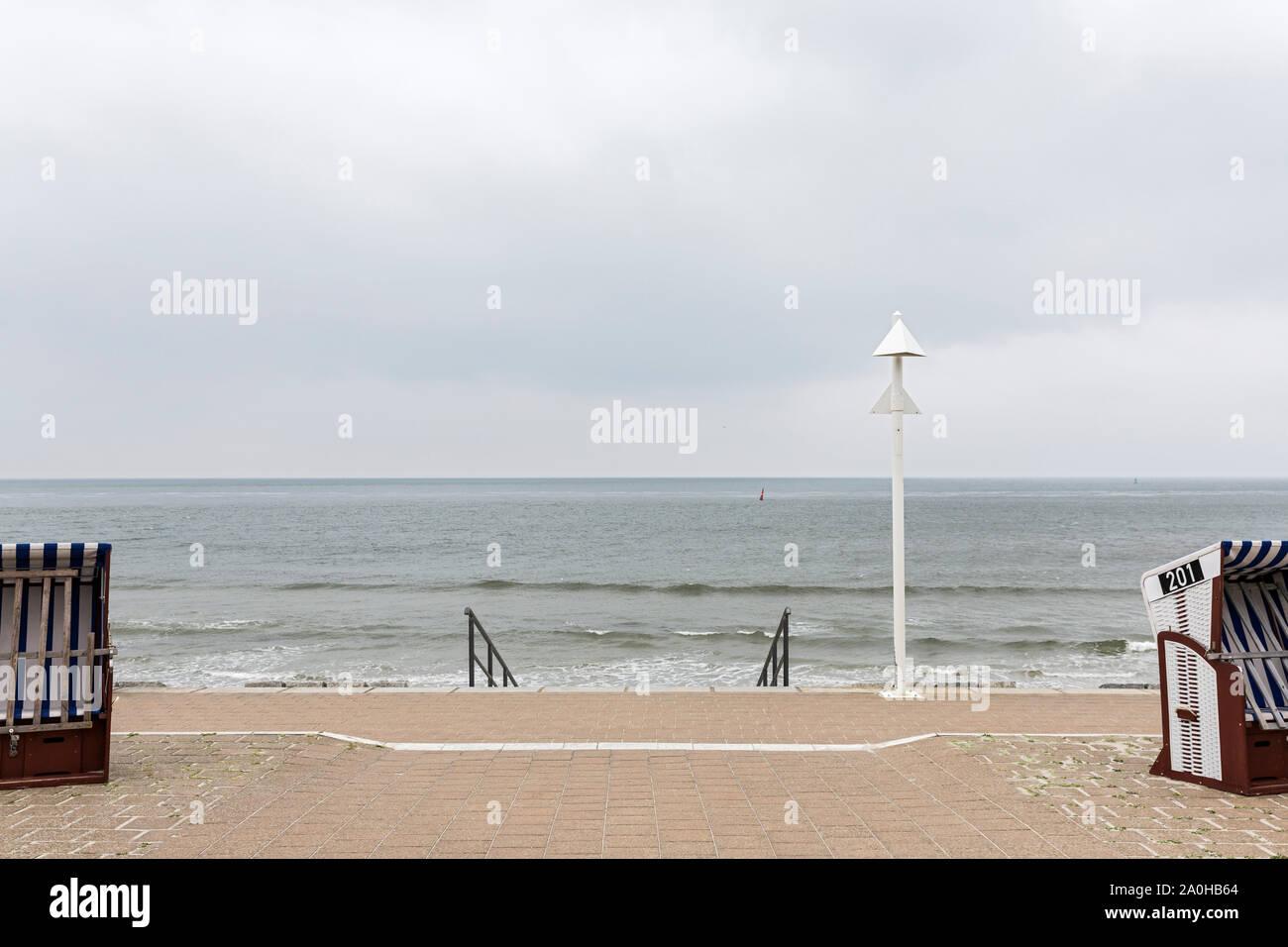 Norderney; Strandpromenade, Strandkoerbe, Meerblick Stock Photo
