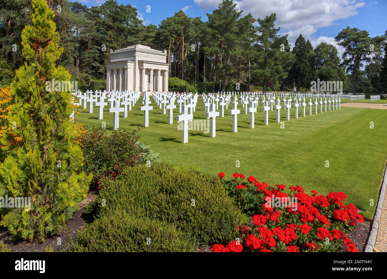 Marble crosses and Chapel in the American Section of the Military Cemeteries at Brookwood Cemetery, Pirbright, Woking, Surrey, southeast England, UK Stock Photo