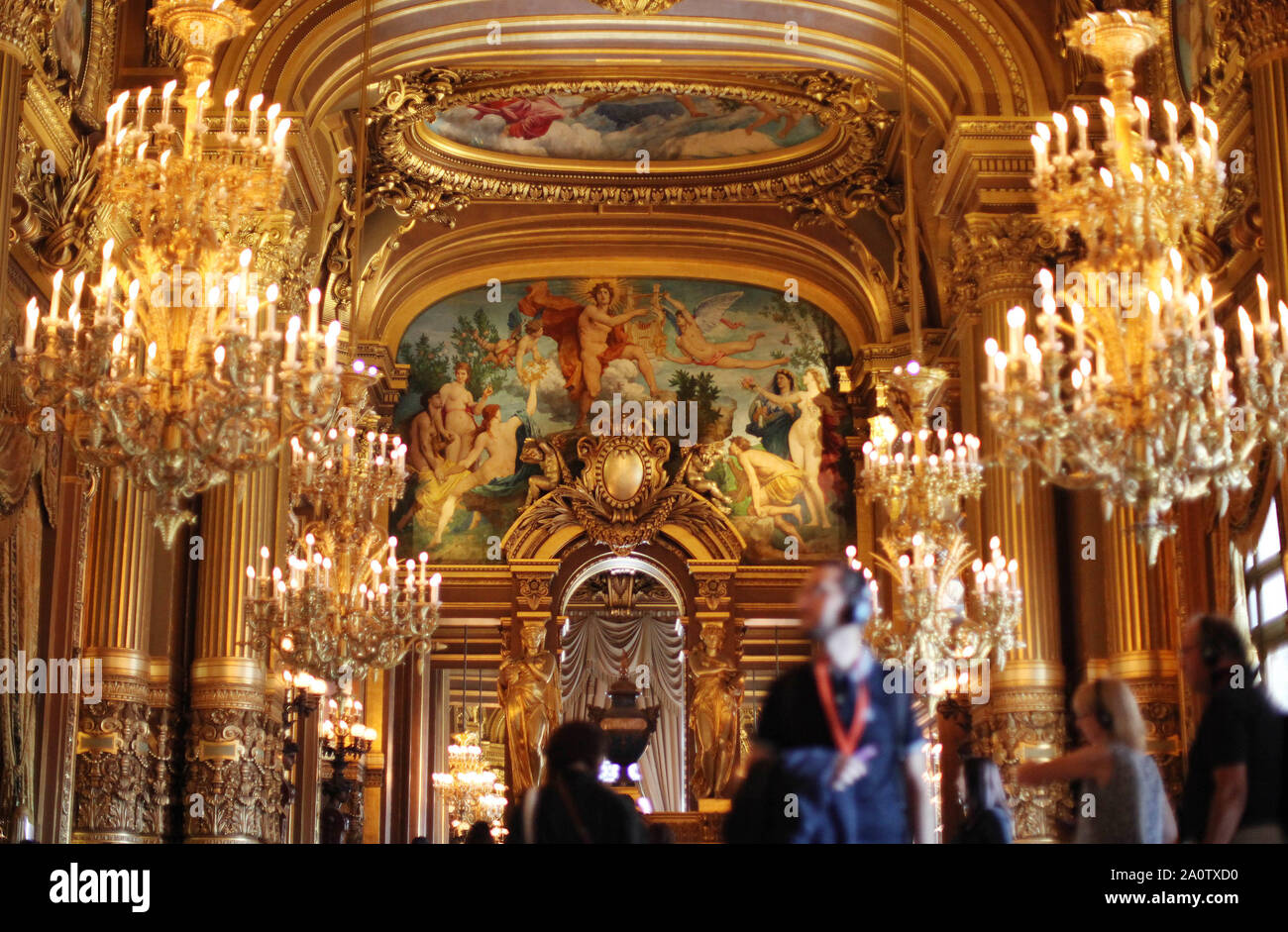 Paris, France. 21st Sep, 2019. People visit the Paris Opera Theater during the European Heritage Days in Paris, France, Sept. 21, 2019. Historical heritage sites are open to public this weekend in France to mark the European Heritages Days, which are held in September each year. The European Heritages Days are the most widely celebrated participatory cultural event shared by the citizens of Europe. Credit: Gao Jing/Xinhua/Alamy Live News Stock Photo