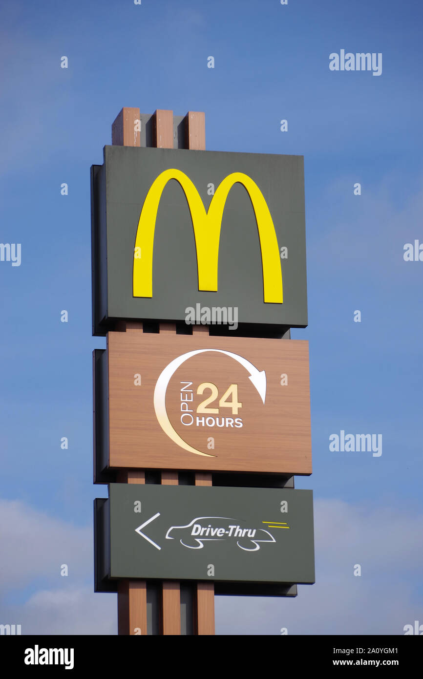 Mcdonald S Sign The Famous Golden Arches Logo Open 24