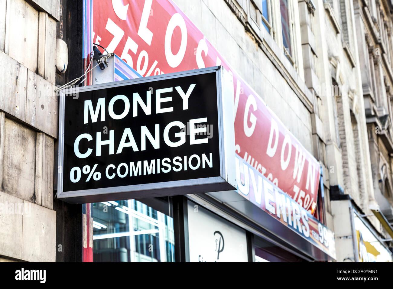 Bureau De Change Sign Saying Money Change 0 Commission London Uk Stock Photo Alamy