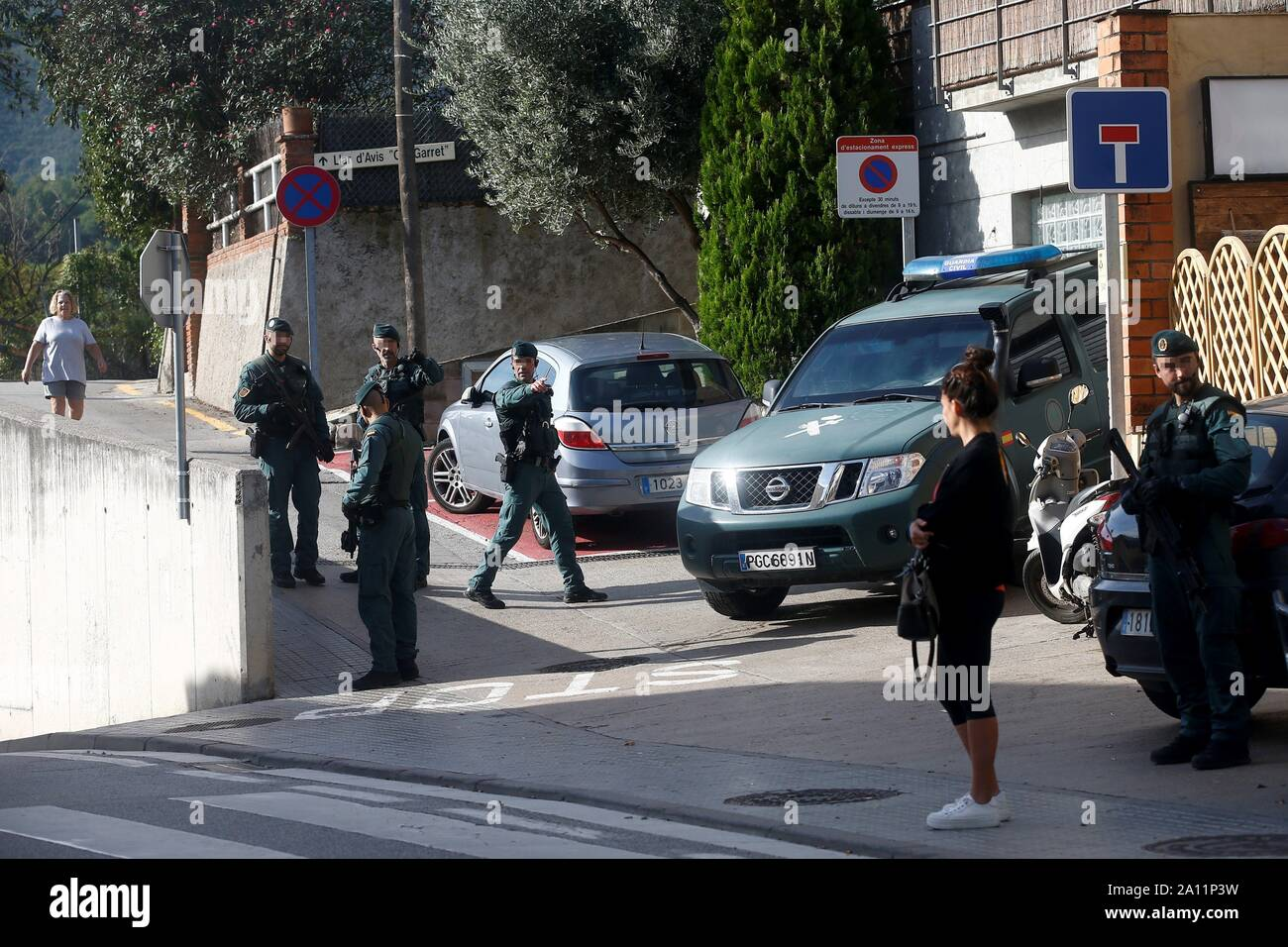 Sant Fost De Campcentelles, Spain. 23rd Sep, 2019. Civil Guard agents on guard at a residential area in Sant Fost de Campcentelles, Barcelona, Spain, during one of several researches ordered by a judge of the Audiencia Nacional Number 6 Central Court, 23 September 2019. A total of nine pro-independence people, members of the so-called Committees for the Defense of the Republic (CDR), have been arrested accused of planning violent actions. Credit: Quique Garcia (EDITORS NOTE, FACES BLURRED BY SOURCE IN ACCORDANCE TO SPANISH LAW)/EFE/Alamy Live News Stock Photo