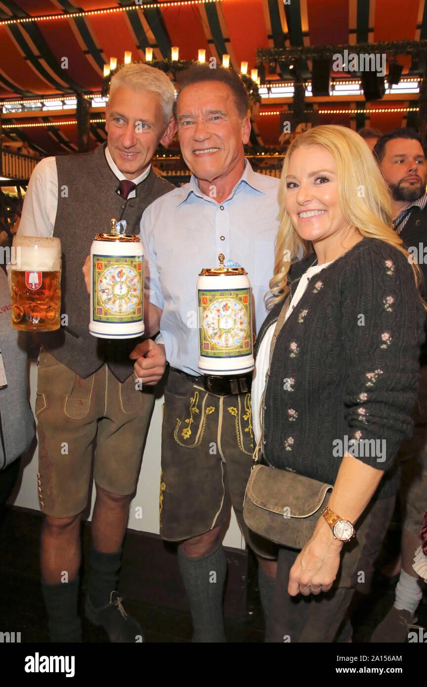 Munich, Deutschland. 22nd Sep, 2019. Siegfried Able and Arnold Schwarzenegger with girlfriend Heather Milligan at the Oktoberfest 2019 in the Marstall Festzelt. Munchen, 22.09.2019 | usage worldwide Credit: dpa/Alamy Live News Stock Photo
