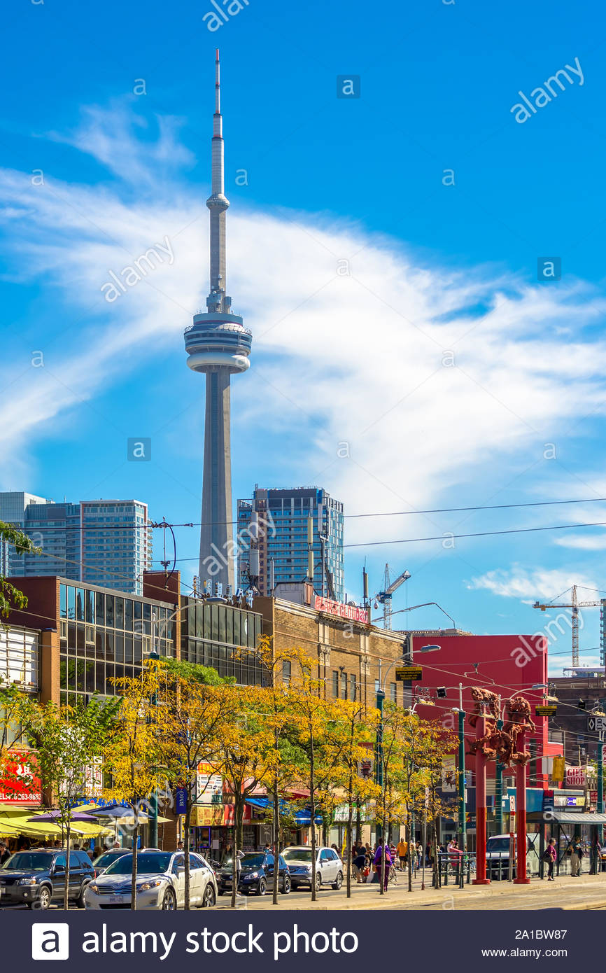 Who built the cn tower