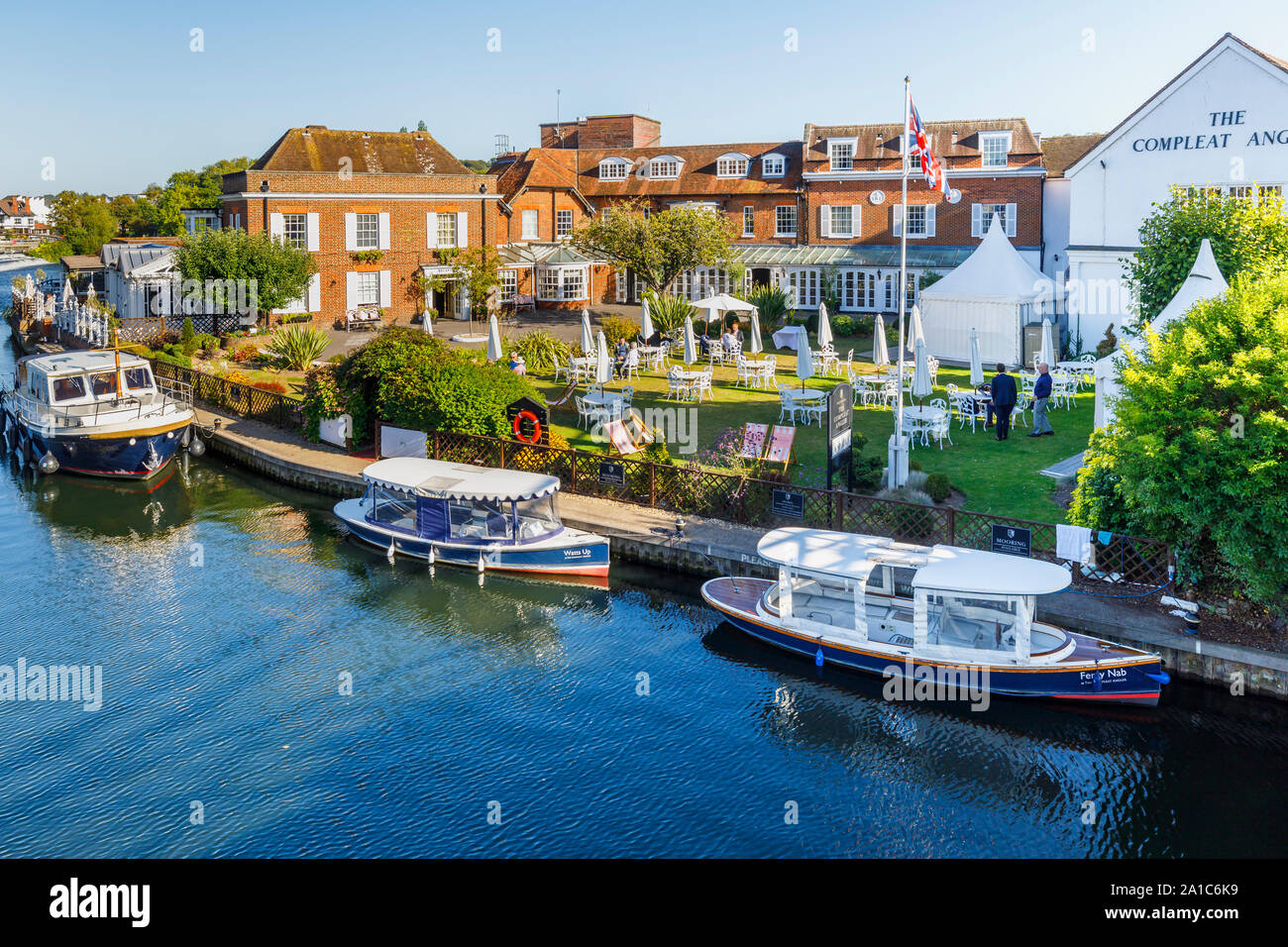 Marlow, a town on the River Thames in the Wycombe district of Buckinghamshire, southeast England: riverside view of The Compleat Angler Stock Photo