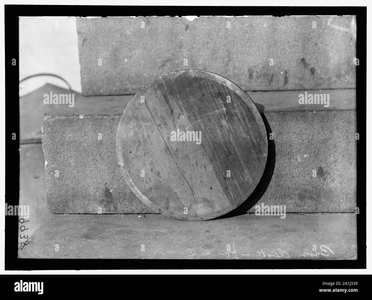 NAVY YARD, U.S., WASHINGTON. DISCS AND WORK ON THEM Stock Photo