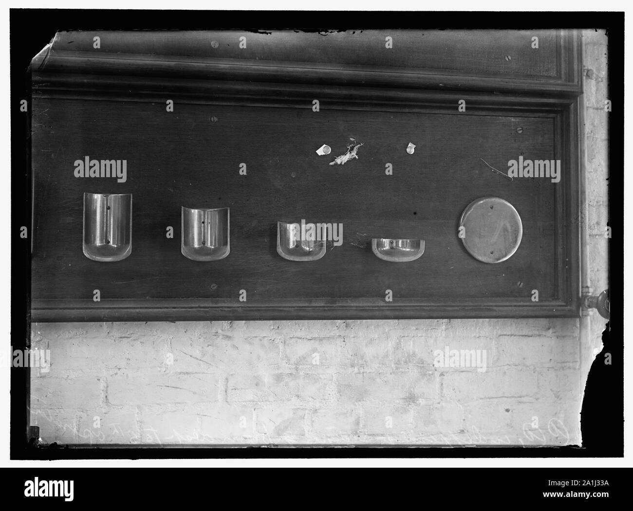 NAVY YARD, U.S., WASHINGTON. CAPS., TORPEDO SHOP Stock Photo