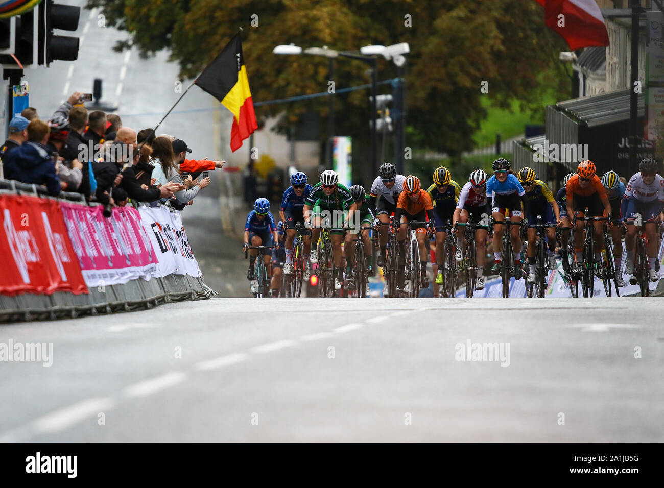 Harrogate, UK. 27th September 2019. The peloton chases race leaders down in the closing meters of the race in the 2019 UCI Road World Championships Womens Junior Road Race. September 27, 2019 Credit Dan-Cooke/Alamy Live News Stock Photo