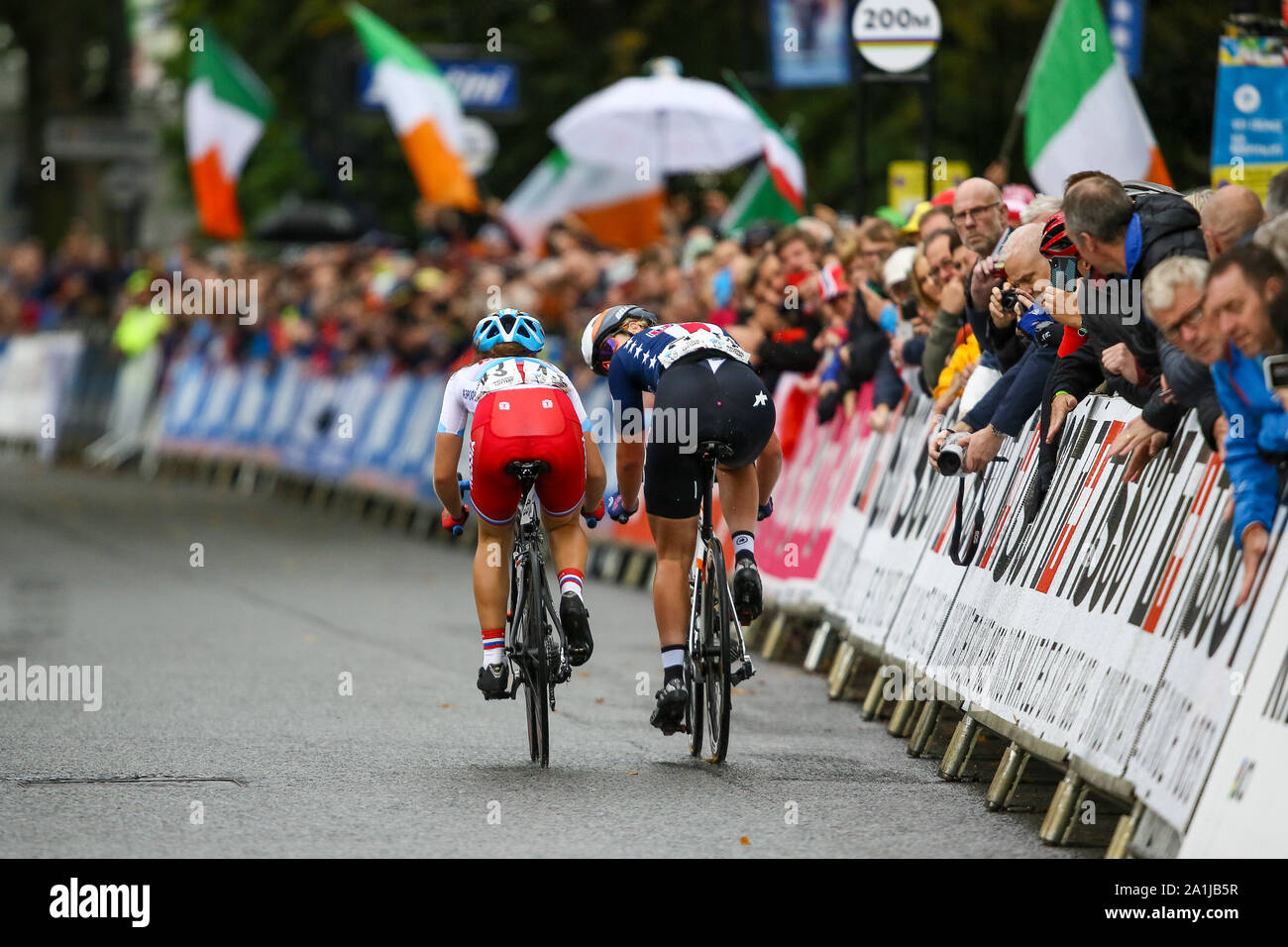 Harrogate, UK. 27th September 2019. Megan Jastrab of the USA looks back to the chasing peloton before taking Gold at the 2019 UCI Road World Championships Womens Junior Road Race. September 27, 2019 Credit Dan-Cooke/Alamy Live News Stock Photo