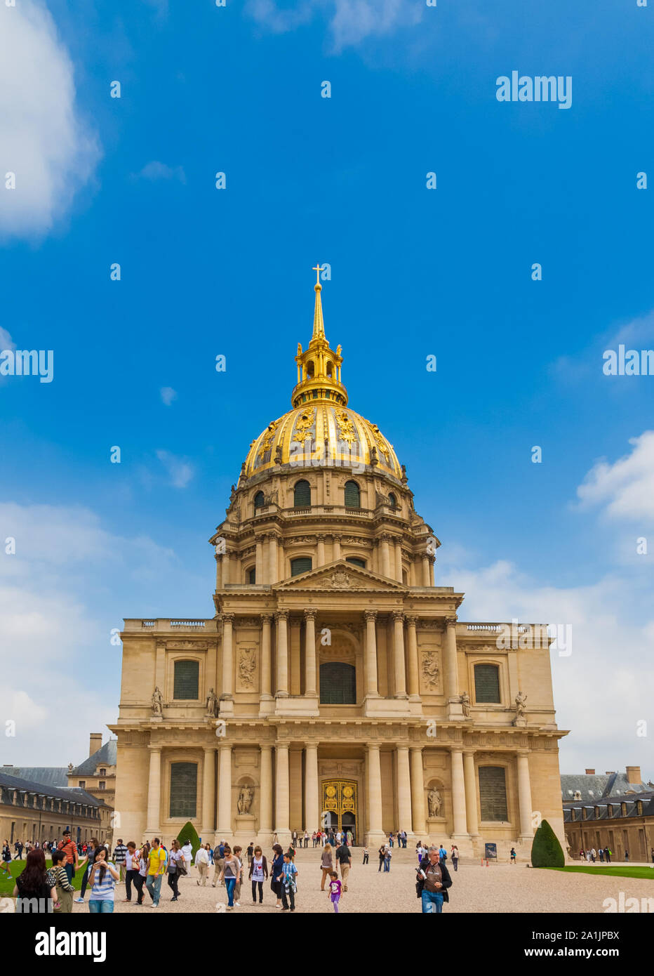 Lovely front view of the Dôme des Invalides, a large former church in the centre of the Les Invalides complex in Paris, France. The Dôme is one of the... Stock Photo