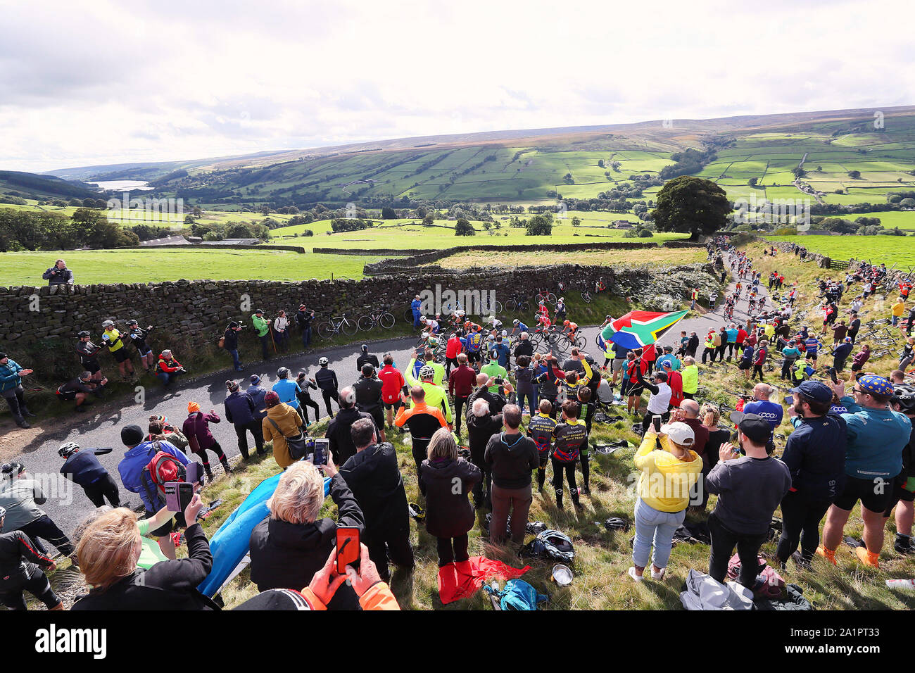 Harrogate, UK. 28th Sep, 2019. HARROGATE, 29-09-2019, cycling, wk wielrennen, worldchampionships, women, The peloton in pursuit of Annemiek van Vleuten Credit: Pro Shots/Alamy Live News Stock Photo