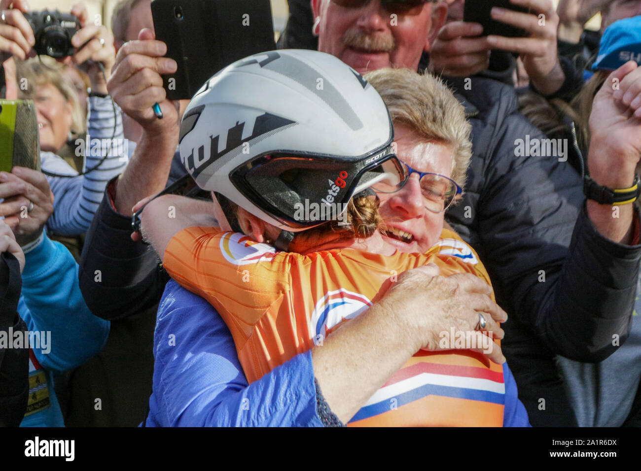 Harrogate, UK. 28th Sep, 2019. Annemiek Van Vleuten of the Netherlands celebrates with family after taking Gold in the 2019 UCI Road World Championships Womens Elite Road Race. September 28, 2019 Credit Dan-Cooke/Alamy Live News Stock Photo