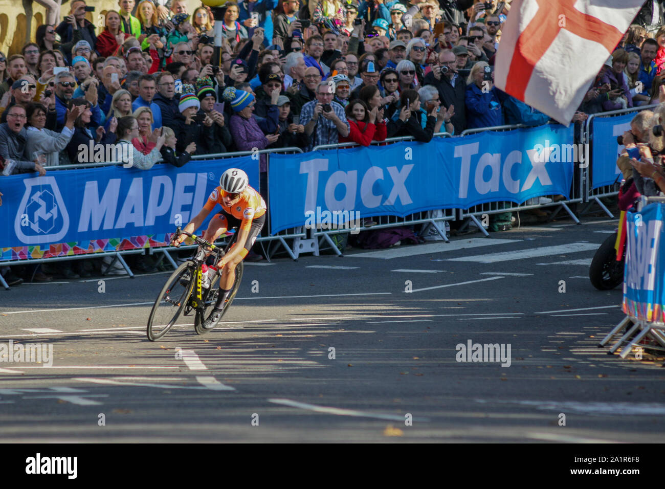 Harrogate, UK. 28th Sep, 2019. 2019 UCI Road World Championships Womens Elite Road Race. September 28, 2019 Credit Dan-Cooke/Alamy Live News Stock Photo