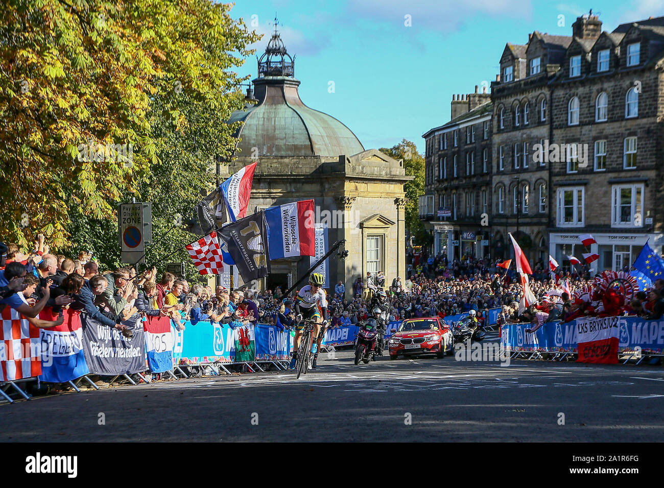 Harrogate, UK. 28th Sep, 2019. Riders tackle one of the many hills on the Harrogate circuit in the 2019 UCI Road World Championships Womens Elite Road Race. September 28, 2019 Credit Dan-Cooke/Alamy Live News Stock Photo
