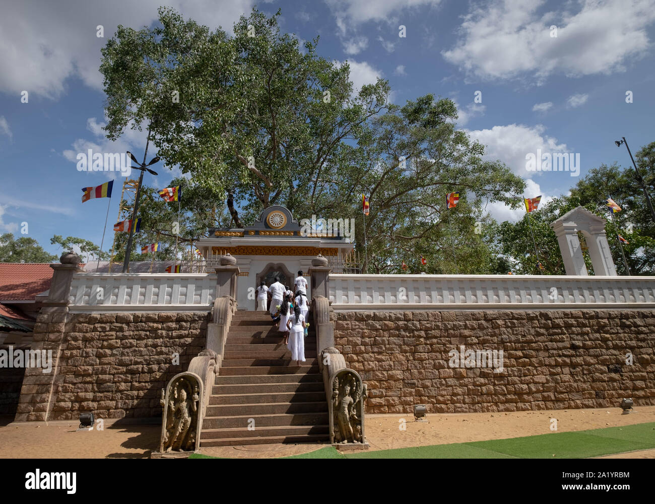 Anuradhapura/ Sri Lanka - AUGUST 07, 2019: Unspecific people walking to the Bodhi tree. The temple of Sri Maha Bodhi the oldest planted tree, Anuradha Stock Photo