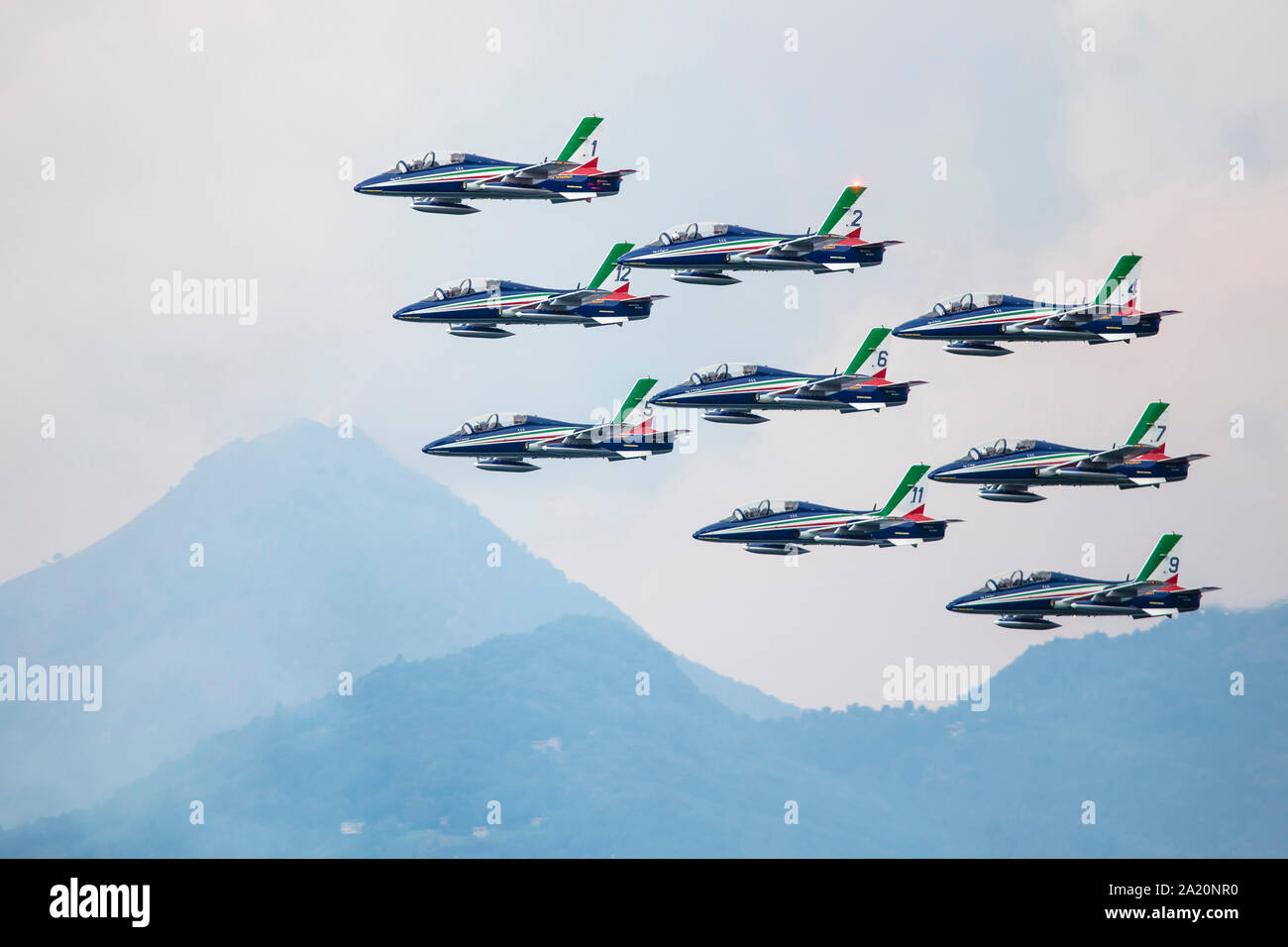 """Varenna, Italy - SEPTEMBER 29, 2019:The aerobatic """"tricolor arrows"""" team of the Italian military aeronautics performs above Lake Lecco during an airsh Stock Photo"""