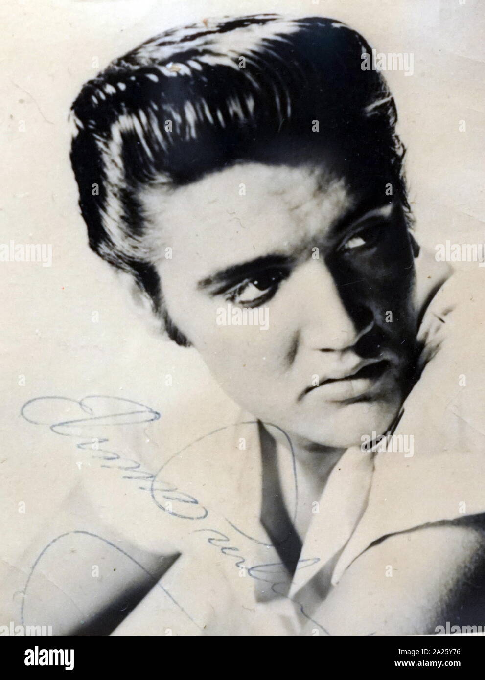An Autographed Photograph Of Elvis Presley Elvis Aaron Presley 1935 1977 An American Singer And Actor Stock Photo Alamy