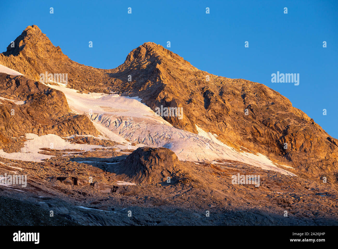 Reichenspitzgruppe. Reichenspitze peak. Sunrise sunlight on peaks and glaciers. Zillertal Alps. Hohe Tauern National Park. Austrian Alps. Stock Photo