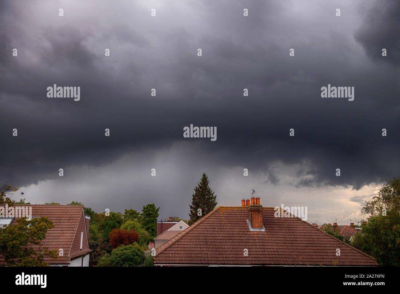 Wimbledon, London, UK. 1st October 2019.Grey storm clouds roll into London from the west bringing lightning and brief torrential rain. Credit: Malcolm Park/Alamy Live News. Stock Photo