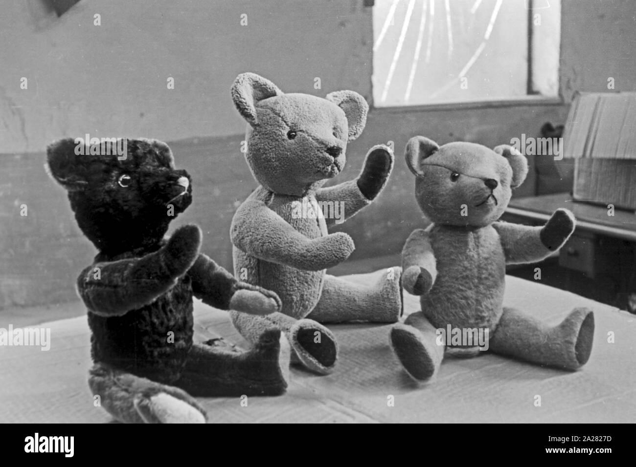 Puppenwerk Lauscha in Thüringen, 1940-50s. Doll factory in Lauscha, Thuringia, 1940-50s Stock Photo