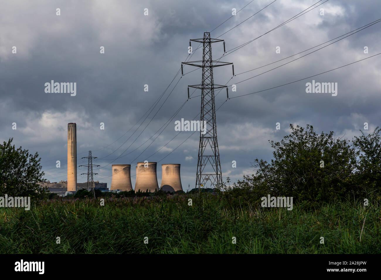 Fiddlers Ferry Power Station seen from the Trans Pennine Trail, St Helen's Canal, Gatewarth, Warrington Stock Photo