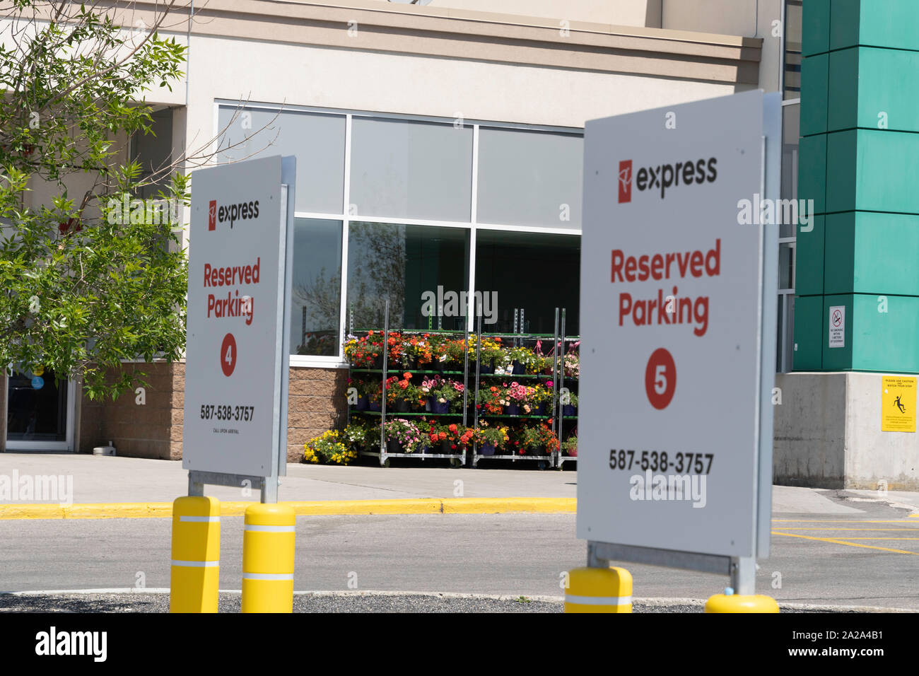 Superstore And Parking High Resolution Stock Photography And Images Alamy