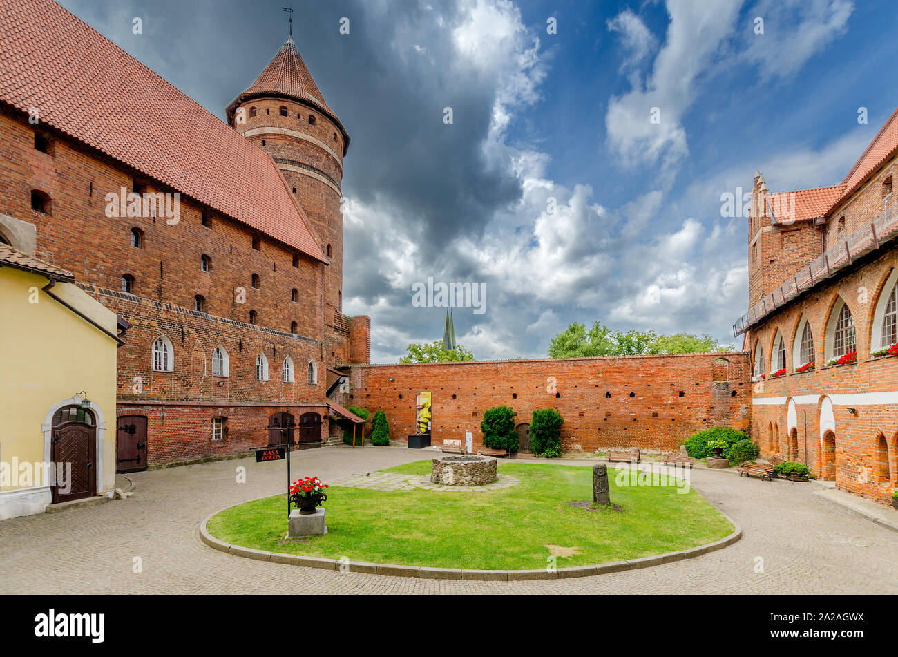 Olsztyn (ger.: Allenstein), Warmian-mazurian province, Poland.  Courtyard of the 14th c. gothic castle, former seat of the prince-bishopric of Warmia Stock Photo