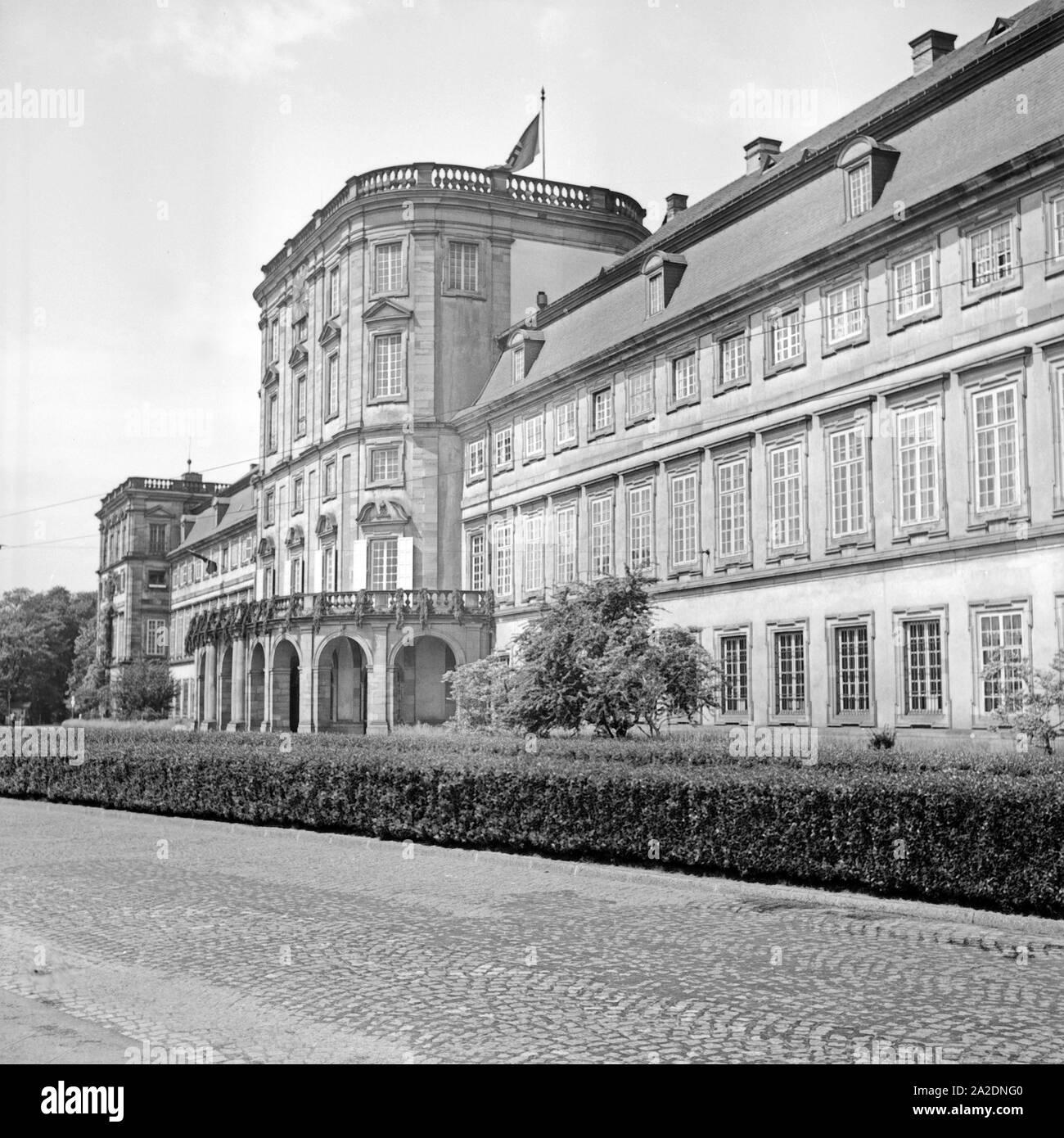 Frontseite des Schlosses in Mannheim, Deutschland 1930er Jahr. Front of Mannheim castle, Germany 1930s. Stock Photo