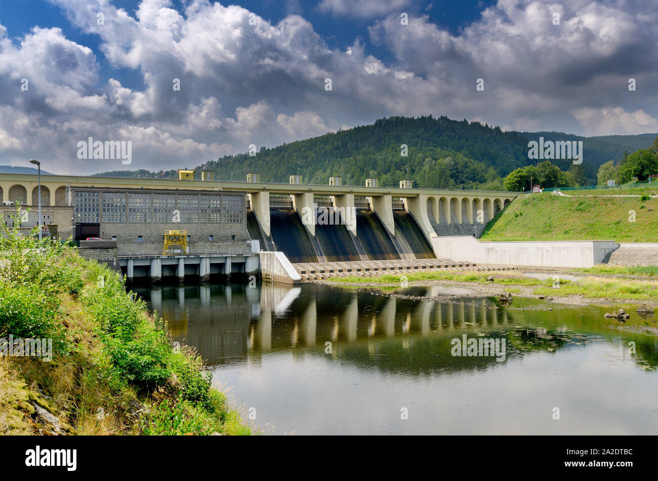 Miedzybrodzie Bialskie, Silesian province, Poland. Porabka dam and hydroelectric power station on Sola river. Beskid Maly mountains. Stock Photo