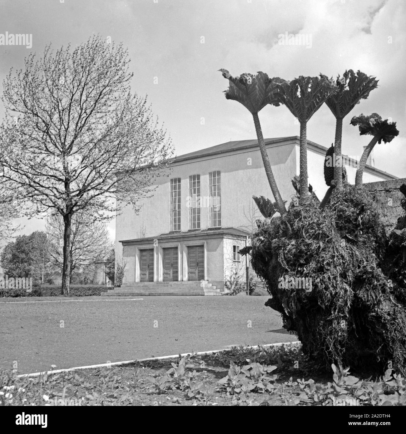 Gebäude im Ausstellungspark an der Entersweilerstraße in Kaiserslautern, Deutschland 1930er Jahre. Building at the exhibition park at Kaiserslautern, Germany 1930s. Stock Photo