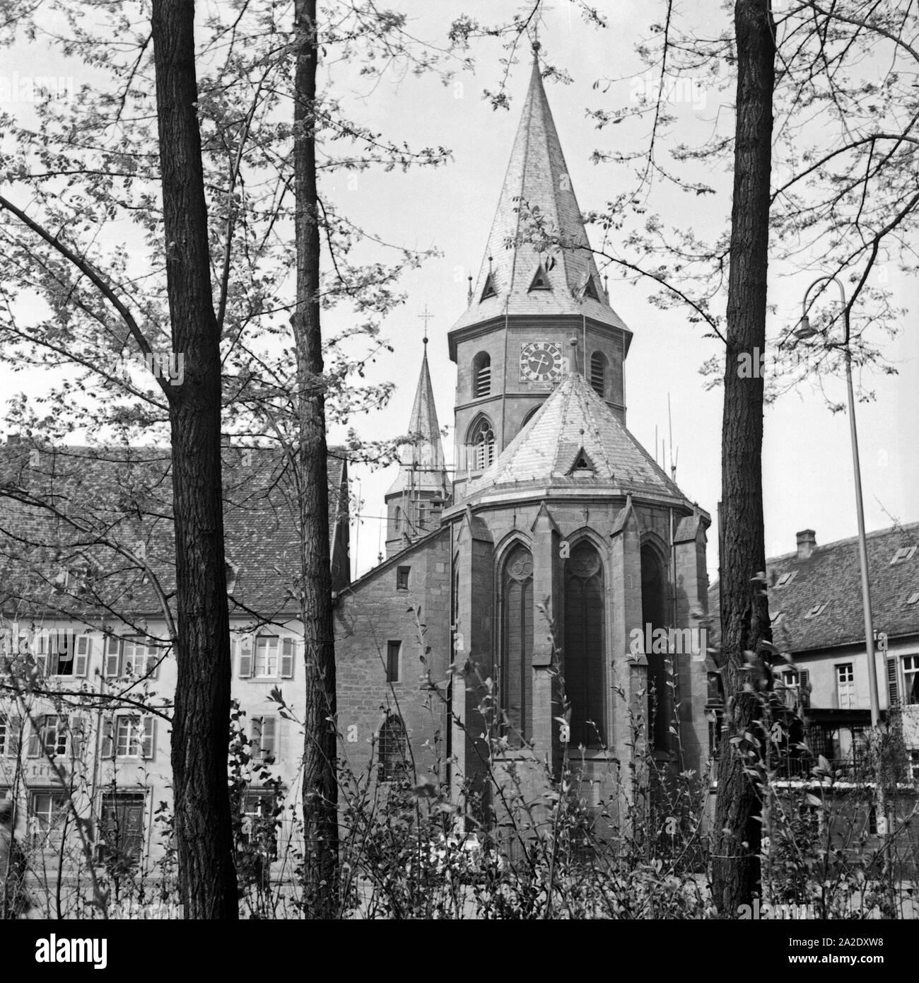 Die Stiftskirche St. Martin und St. Maria in Kaiserslautern, Deutschland 1930er Jahre. St. Martin's and St. Mary's collegiate church at Kaiserslautern, Germany 1930s. Stock Photo