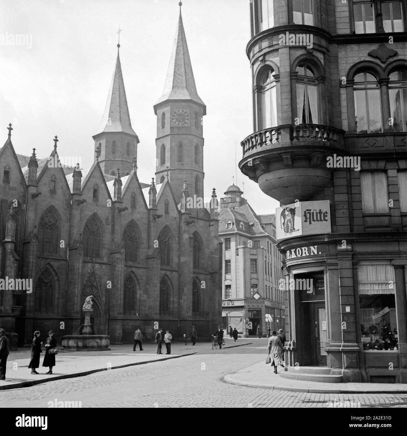 Die Stiftskirche St. Martin und St. Maria in Kaiserslautern von der Schillerstraße aus gesehen, Deutschland 1930er Jahre. St. Martin's and St. Mary's collegiate church at Kaiserslautern, Germany 1930s. Stock Photo
