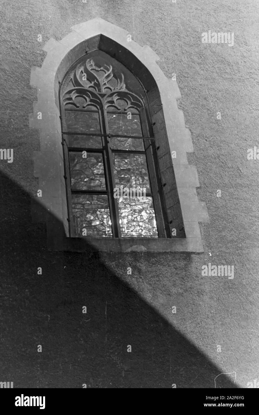 Ein Kirchenfenster, Deutschland 1930er Jahre. A church window, Germany 1930s. Stock Photo