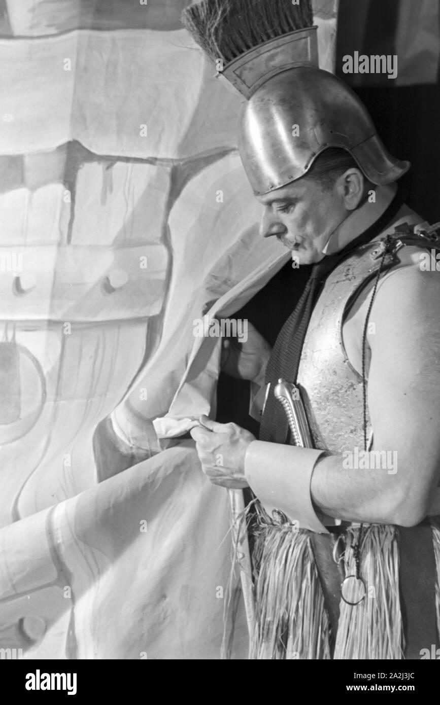 Darsteller in einer Sendung des frühen Fernsehens in Deutschland, 1930er Jahre. Performer in one of the early television broadcasts in Germany, 1930s. Stock Photo
