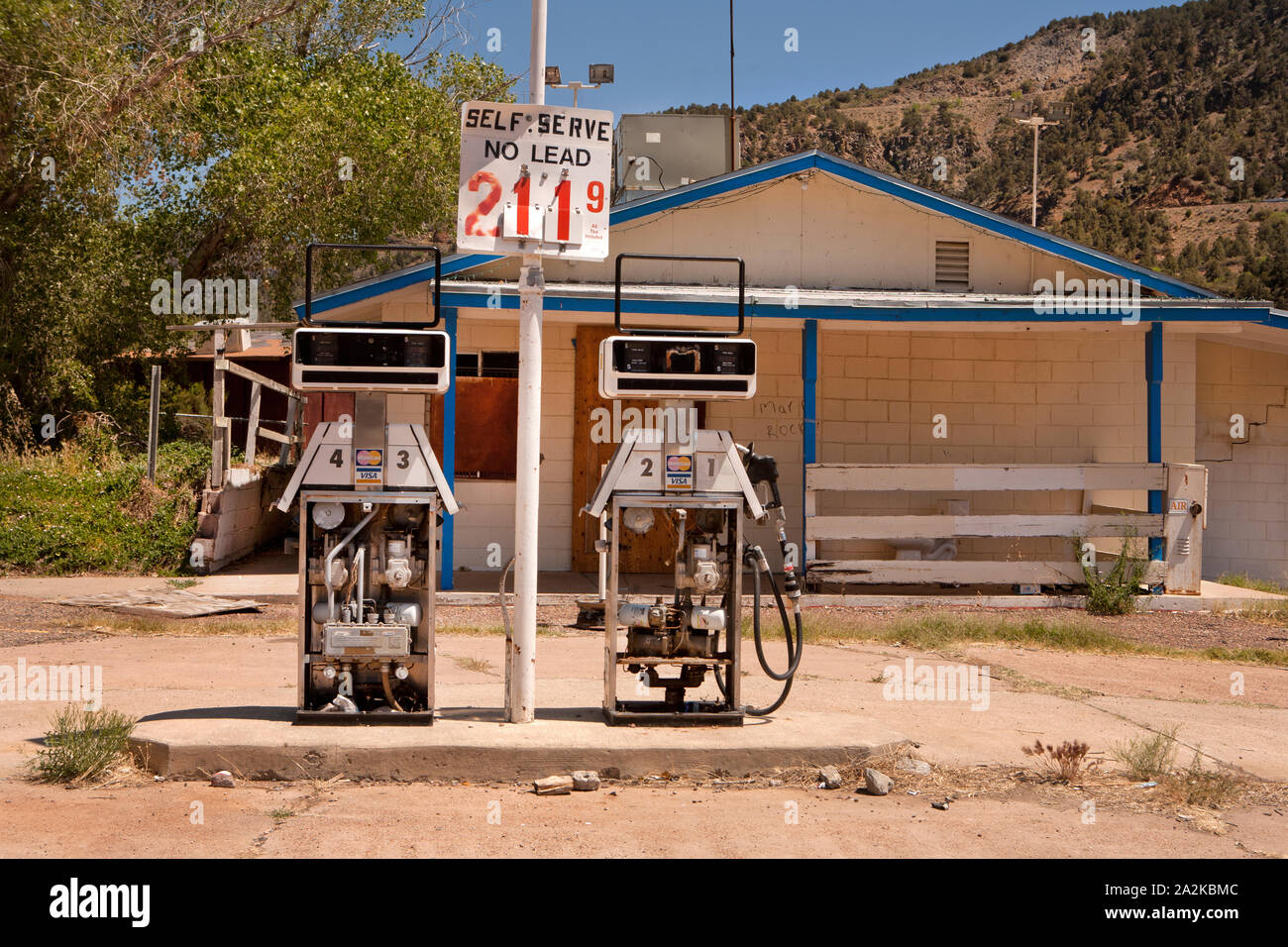 An Abandoned Fuel Station In Arizona Stock Photo Alamy