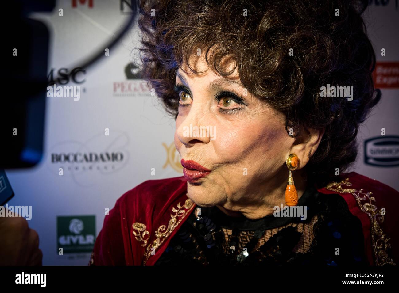 Actress Gina Lollobrigida attends the OGGI magazine's birthday party, at  Principe di Savoia Hotel in Milano Stock Photo - Alamy