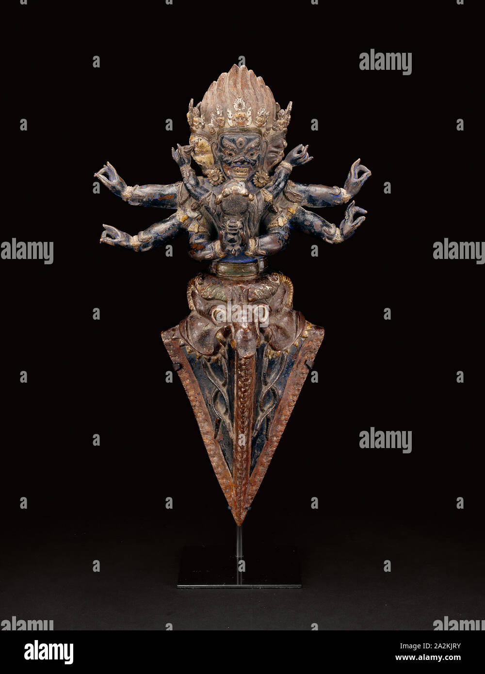 Personified Ritual Dagger (Vajrakila) in Ritual Embrace (Yab-yum), 16th century, Tibet, Tibet, Copper repoussé over wood, 43.1 x 24.8 x 10.3 cm (17 x 9 3/4 x 4 1/16 in.), Rookery Building, 209 South La Salle Street, Chicago, Illinois: Grille from Interior Central Court, c. 1885/88, Removed during 1905–1907 renovation, Burnham & Root (American, 1873-1891), Architect and designer: John Wellborn Root (American, 1850-1891), LaSalle Street, 209 South, Wrought iron, bolted to wall-mounted frame, 158.6 × 65.7 × .7 cm Stock Photo