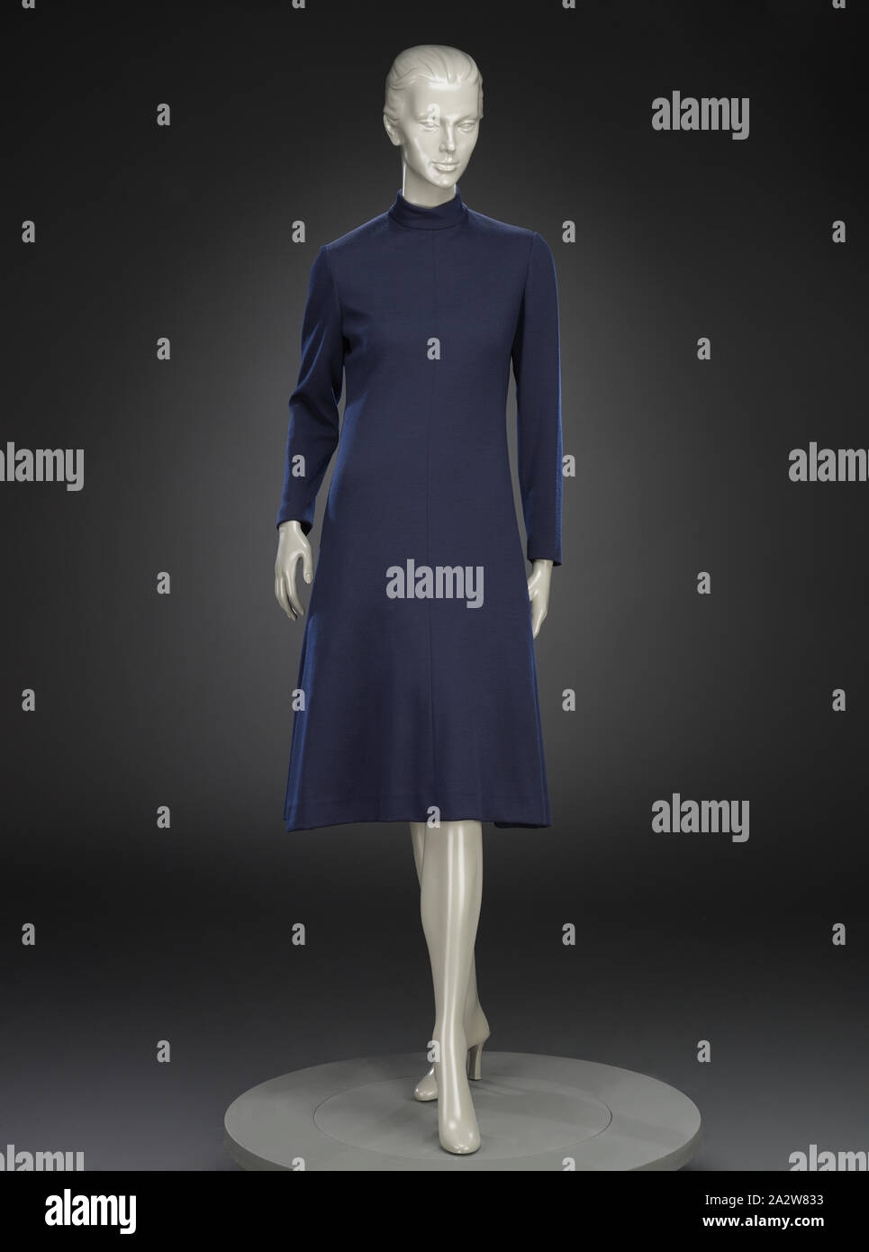 dress, Adele Simpson, Designer (American, 1904-1995), L. Strauss and Company, Retailer (American), 1970s, wool, center back 44-1/2 in., center front 43-1/2 in., bust 32 in., waist 29 in., hips 35 in., sleeve length 23 in., shoulders 16 in., Label, sewn: ADELE SIMPSON Label, sewn: L. Strauss, INDIANAPOLIS, Textile and Fashion Arts Stock Photo