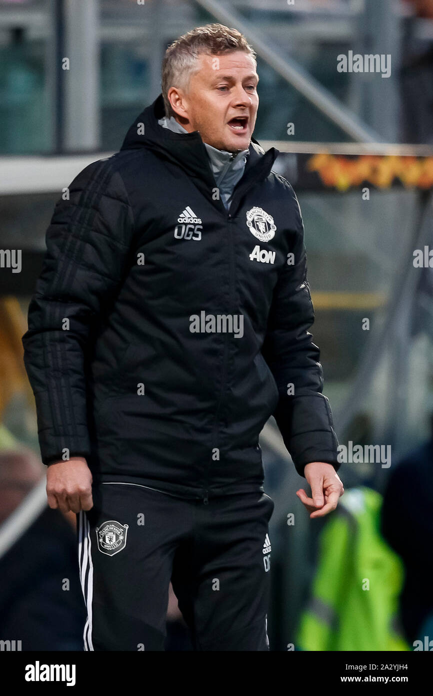 Manchester United Coach High Resolution Stock Photography And Images Alamy