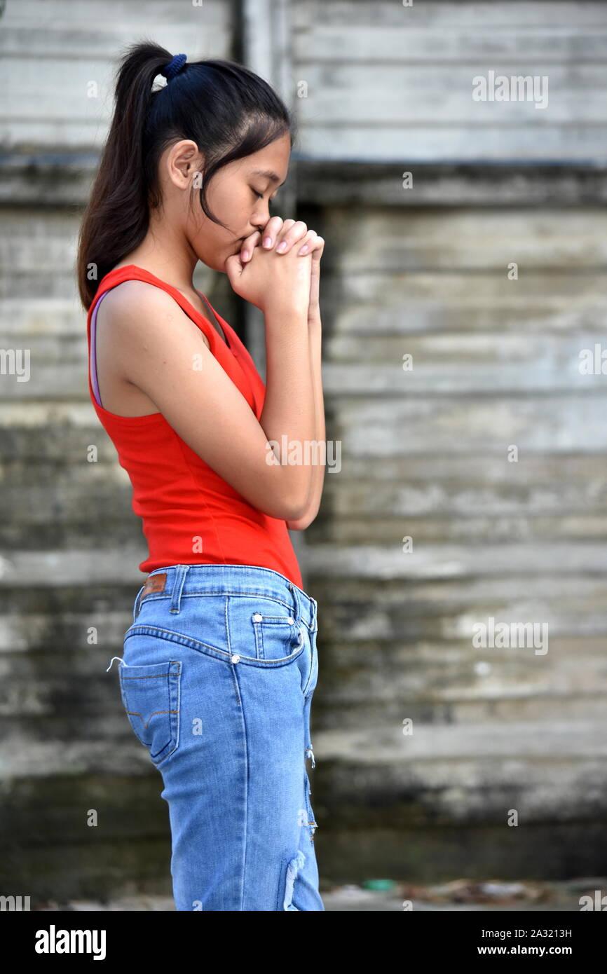 A Praying Cute Asian Teen Girl Stock Photo Alamy Índice general asian & latin teens. https www alamy com a praying cute asian teen girl image328885749 html