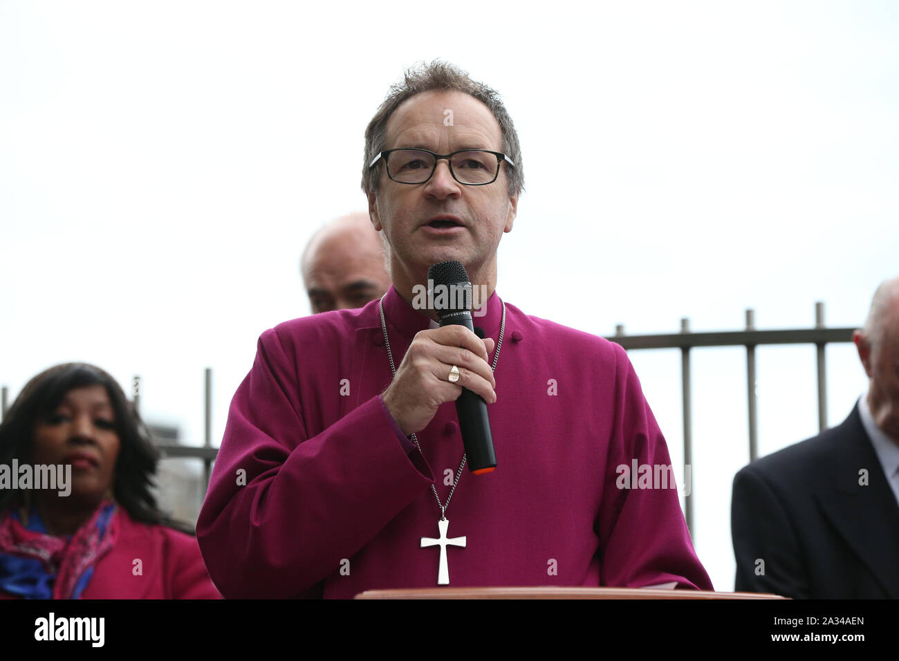 Bishop of Kensington Graham Tomlin conducting a service at the memorial garden overlooking the railway line at Ladbroke Grove on the 20th anniversary of the Paddington rail disaster where a total of 31 people died when two trains collided almost head-on. Stock Photo