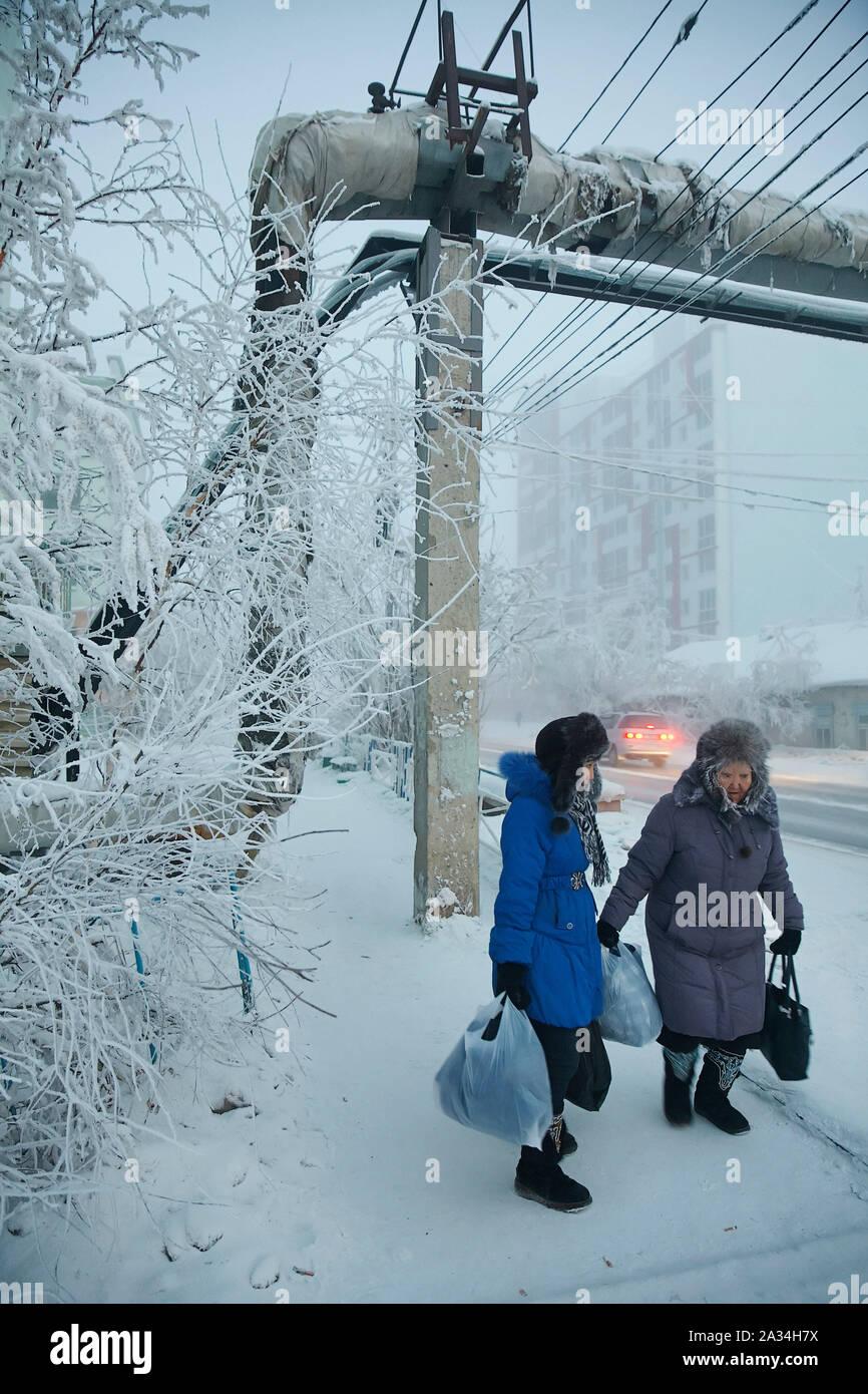 Russia Yakutsk Old women walking outside -43 degrees celcius 3-02-2013 photo: Jaco Klamer Stock Photo