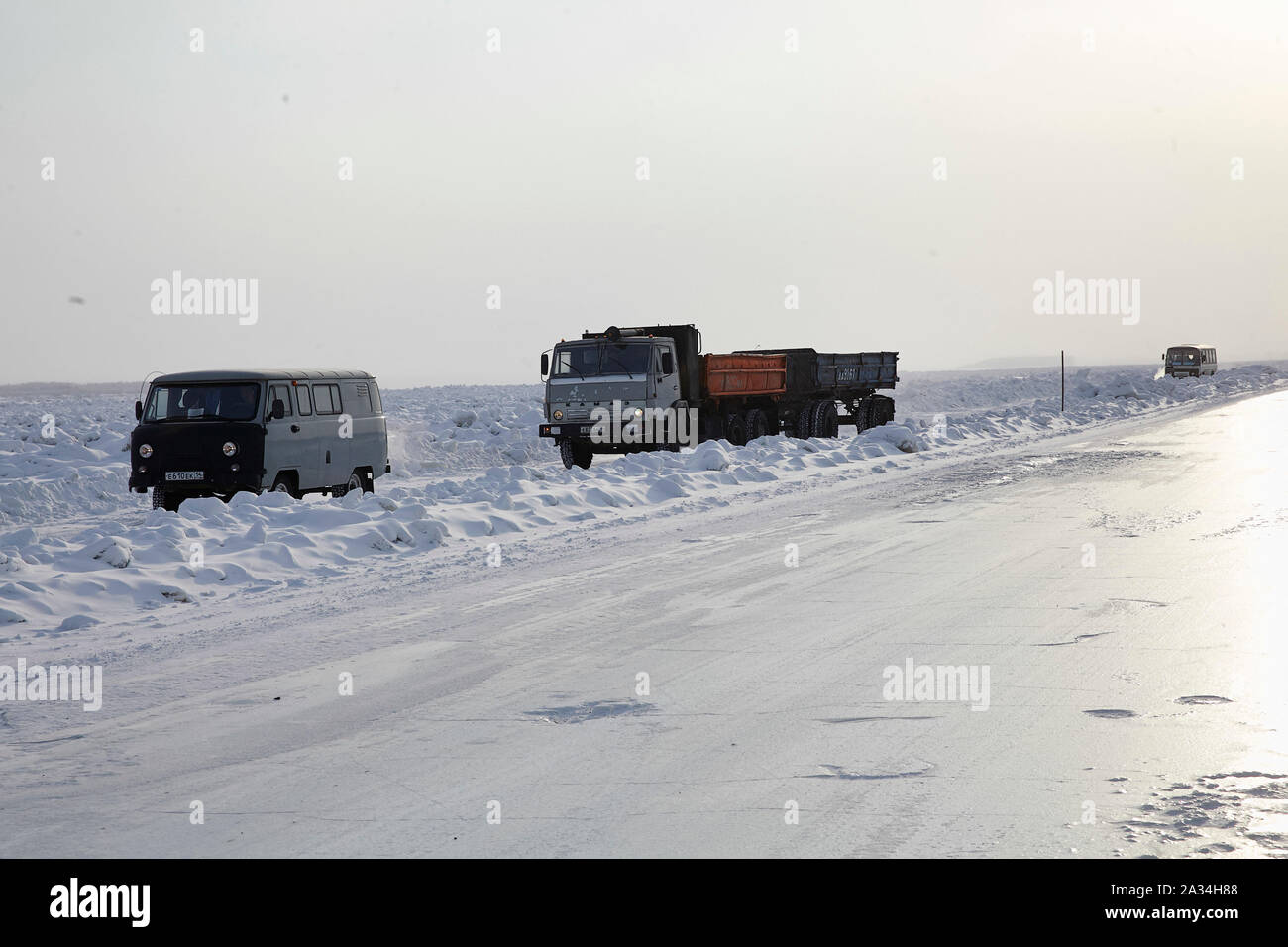 Russia Yakutsk trucks and cars using the river to come to the other side. -45 degrees celcius 5-02-2013 photo: Jaco Klamer Stock Photo