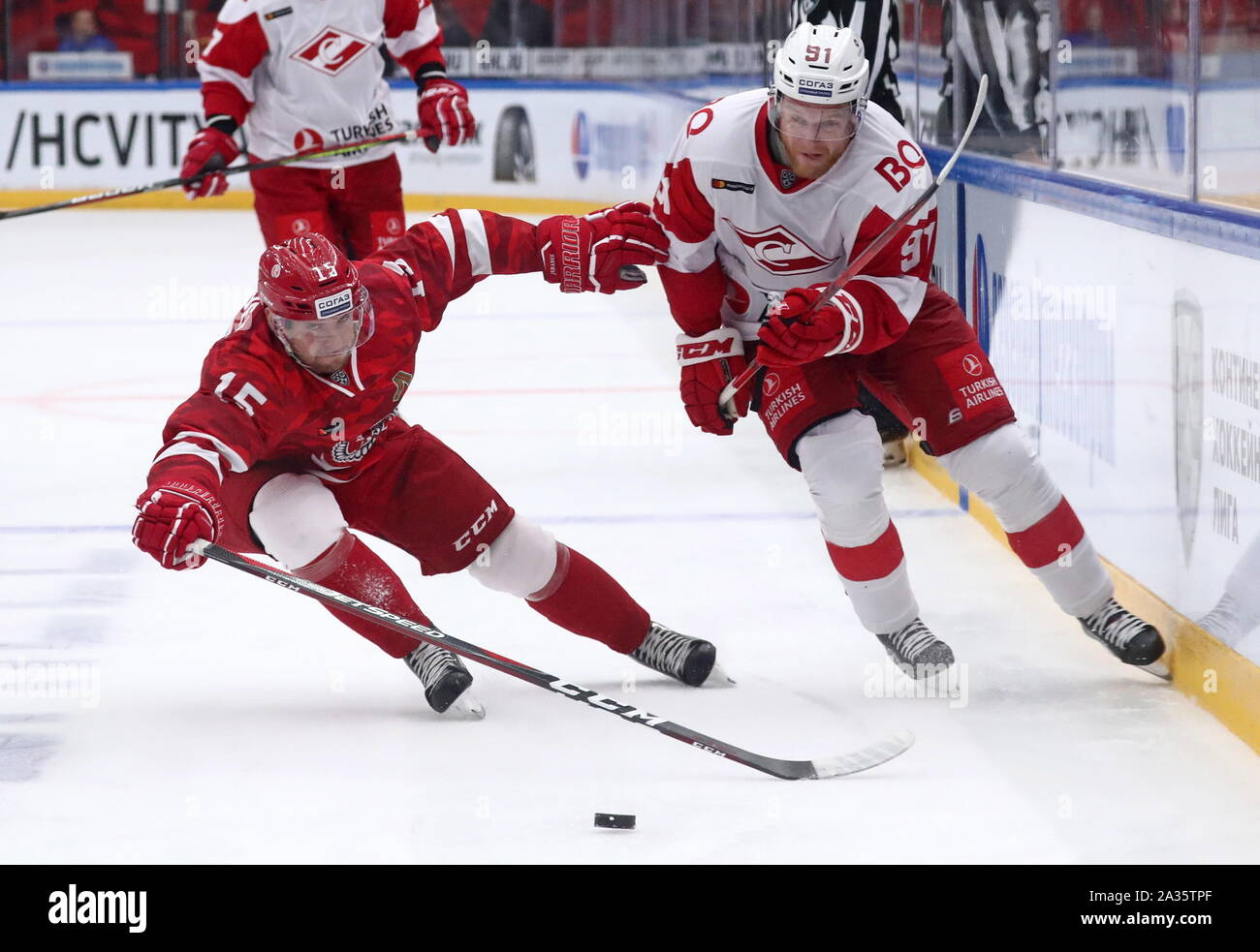 Moscow, Russia. 05th Oct, 2019. HC Vityaz Moscow Region's Jakub Jerabek (L) and HC Spartak Moscow's Mikhail Yunkov in action in their 2019/20 KHL Regular Season ice hockey match, at the Vityaz Arena. Sergei Fadeichev/TASS Credit: ITAR-TASS News Agency/Alamy Live News Credit: ITAR-TASS News Agency/Alamy Live News Stock Photo