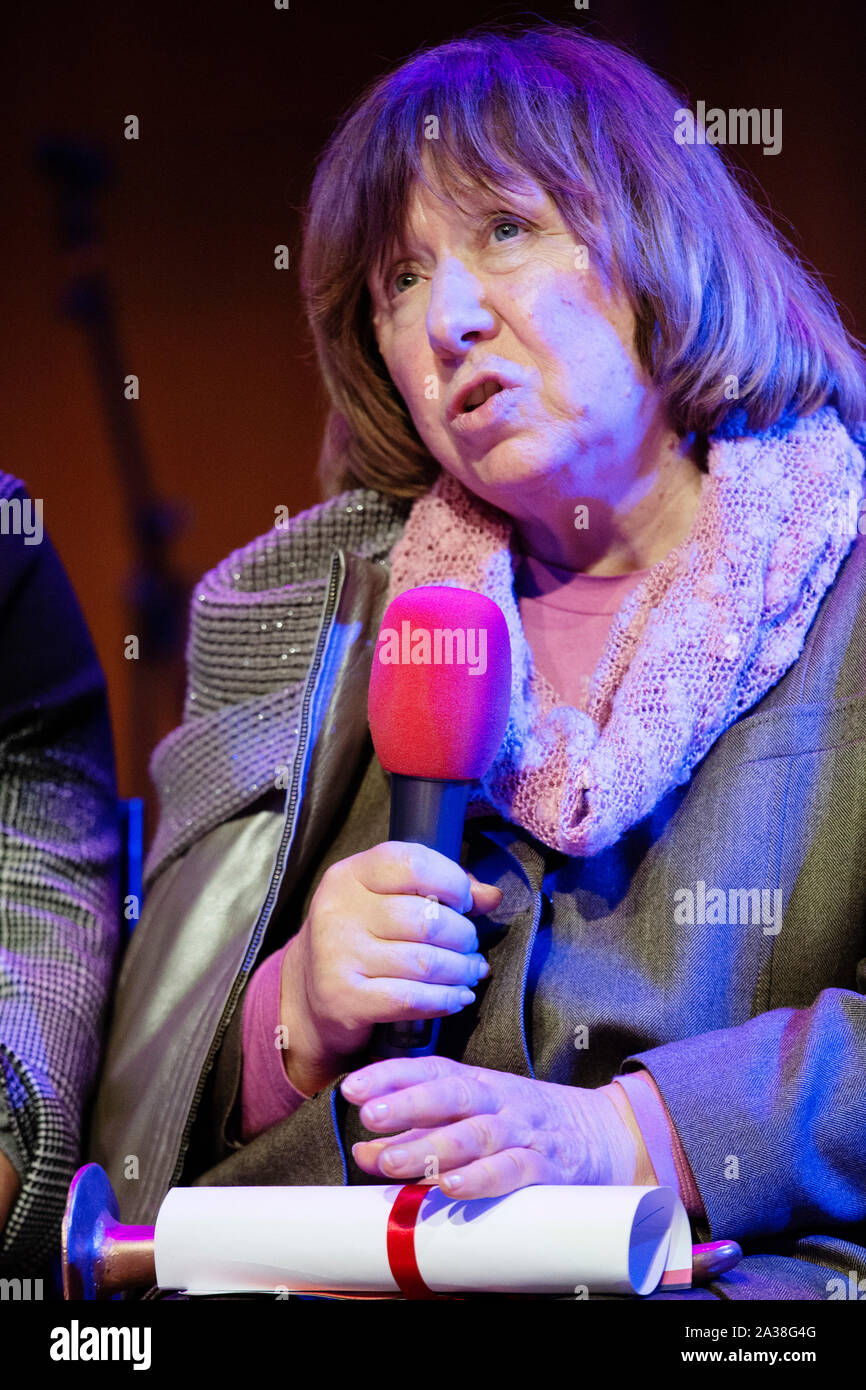 London, UK. 5th Oct, 2019. Nobel laureate, journalist and author Svetlana Alexievich speaks after receiving the RAW in WAR Anna Politkovskaya Award 2018, at a ceremony in London Saturday October 5. Alexievich received the award for speaking out about injustices in the post-Soviet space. The award in memory of journalist Anna Polikotkovskaya who was murdered in 2006 is presented annually, by the Reach All Women in WAR (RAW in WAR) charity to a female human rights defender from a conflict zone. Photograph Credit: Luke MacGregor/Alamy Live News Stock Photo