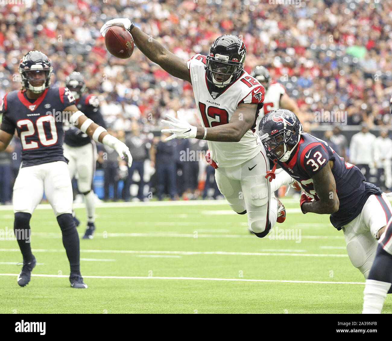Houston, Texas, USA. 6th Oct, 2019. Atlanta Falcons wide receiver Mohamed Sanu (12) dives into the end zone on a 14-yard touchdown reception during the first quarter of an NFL game between the Houston Texans and the Atlanta Falcons at NRG Stadium in Houston, Texas, on Oct. 6, 2019. Credit: Scott Coleman/ZUMA Wire/Alamy Live News Stock Photo